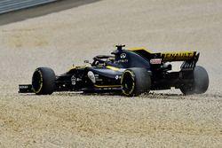 Carlos Sainz Jr., Renault Sport F1 Team R.S. 18 dans les graviers