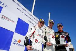 Podio Gara 1: il secondo classificato Simone Iaquinta, Ombra Racing, il vincitore Alessio Rovera, Tsunami RT, il terzo classificato Gianmarco Quaresmini, Dinamic Motorsport
