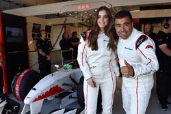 Barbara Palvin Model con Zsolt Baumgartner, en el coche de dos plazas F1 Experiences