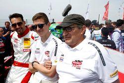 Гонщики Frikadelli Racing Team Фелипе Фернандес Ласер и Матье Жамине