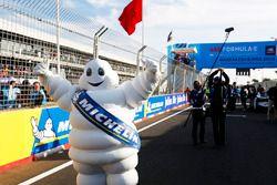 Hombre Michelin en la parrilla