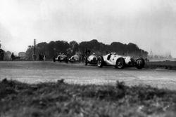 Hermann Lang, Mercedes-Benz W125 leads Rudolf Caracciola, Mercedes-Benz W125, Dick Seaman, Mercedes-Benz W125 and Bernd Rosemeyer Auto Union C-typ