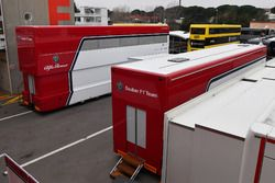 Alfa Romeo Sauber F1 Team vrachtwagens