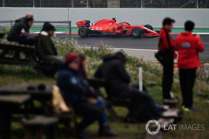Fans miran a Sebastian Vettel, Ferrari SF71H