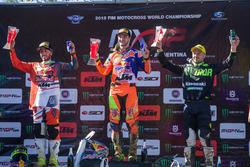 Winnaar Jeffrey Herlings, Red Bull KTM Factory Racing, tweede plaats Tony Cairoli, Red Bull KTM Factory Racing, derde plaats Clement Desalle, Kawasaki MXGP Racing Team