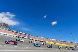 Denny Hamlin, Joe Gibbs Racing, Toyota Camry FedEx Office e Jamie McMurray, Chip Ganassi Racing, Chevrolet Camaro Cessna/DC Solar