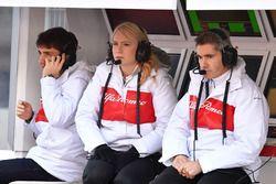 Charles Leclerc, Alfa Romeo Sauber F1 Team, Ruth Buscombe, Alfa Romeo Sauber F1 Team Race Strategist and Xevi Pujolar, Alfa Romeo Sauber F1 Team Head of Track Engineering