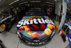 Ryan Blaney, Team Penske, Ford Fusion Kyle Busch, Joe Gibbs Racing, Toyota Camry Skittles Sweet Heat