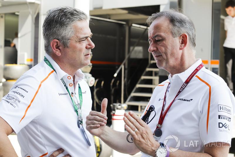 Gil de Ferran, director deportivo de McLaren, con Jonathan Neale, director ejecutivo de McLaren