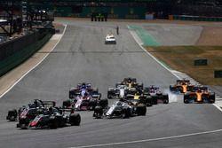 Kevin Magnussen, Haas F1 Team VF-18, Romain Grosjean, Haas F1 Team VF-18 and Charles Leclerc, Sauber C37,a la salida, detrás de Sergio Pérez, Force India VJM11, detrás de Nico Hulkenberg, Renault Sport F1 Team R.S. 18