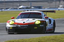№912 Porsche Team North America Porsche 911 RSR: Микаэль Кристенсен, Лоренсо Вантхор, Рихард Лиц