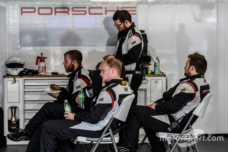Manthey Racing Porsche mekanikerleri