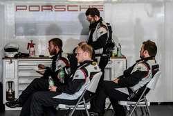 Mecánicos Manthey Racing Porsche