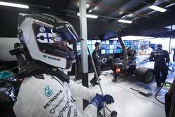 Valtteri Bottas, Mercedes AMG, dans le garage