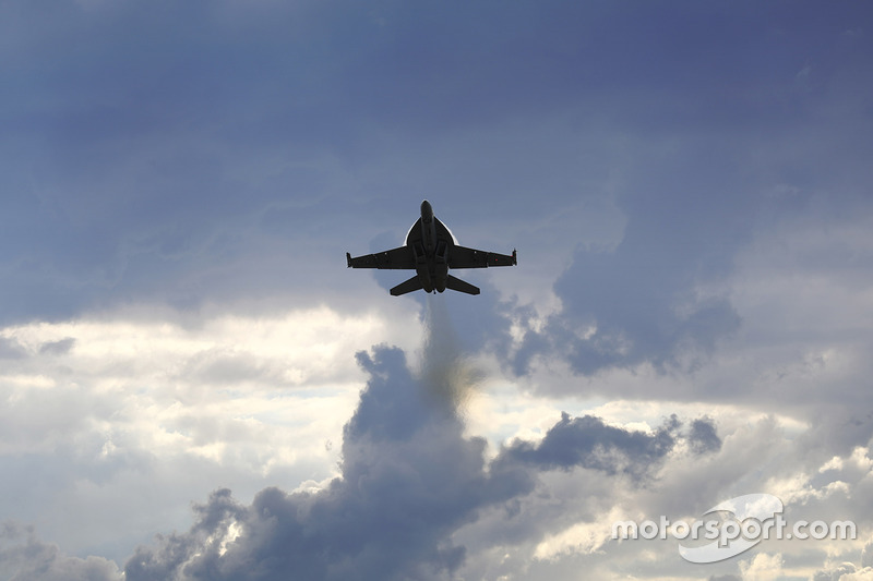 A Royal Australian Air Force F/A-18F Super Hornet displays for the crowd