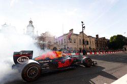 Daniel Ricciardo, Red Bull Racing RB13, does some donuts