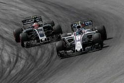 Lance Stroll, Williams FW40 en Kevin Magnussen, Haas F1 Team VF-17