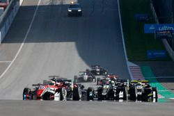 Partenza, Callum Ilott, Prema Powerteam, Dallara F317 - Mercedes-Benz leads
