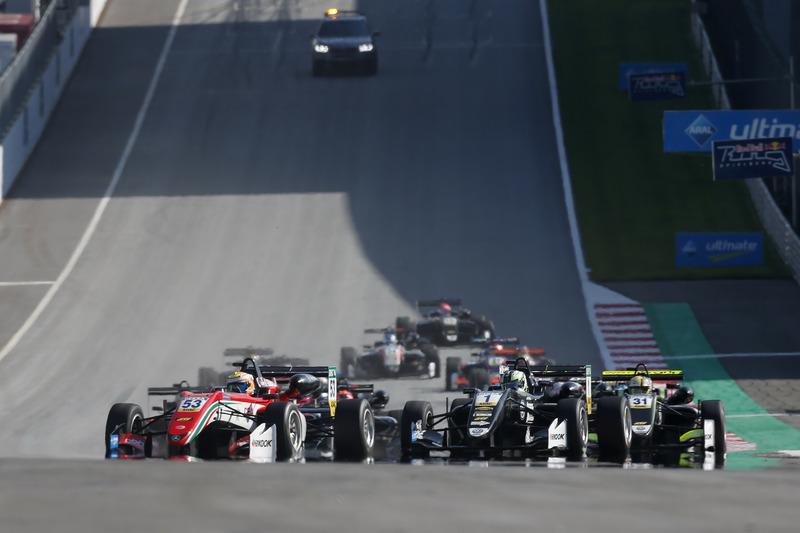 Callum Ilott, Prema Powerteam, Dallara F317 - Mercedes-Benz en tête au départ