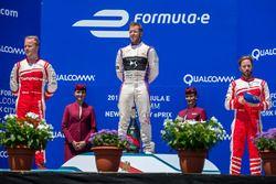 Podium: winner Sam Bird, DS Virgin Racing, second place Felix Rosenqvist, Mahindra Racing, third pla