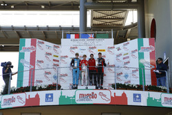 Podio Gara 2: il vincitore Marcus Armstrong, Prema Powerteam, il secondo classificato Job Van Uitert
