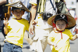 Young Renault Sport F1 Team fans