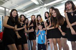 Grid girls with a little fan