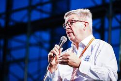 Ross Brawn, Managing Director del Motorsports, FOM, sul palco