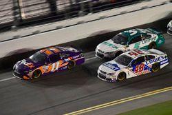 Denny Hamlin, Joe Gibbs Racing Toyota, Jimmie Johnson, Hendrick Motorsports Chevrolet, Kasey Kahne,