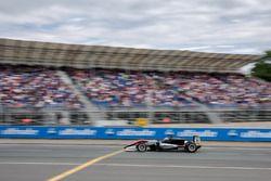 Spectators, Jake Hughes, Hitech Grand Prix, Dallara F317 - Mercedes-Benz