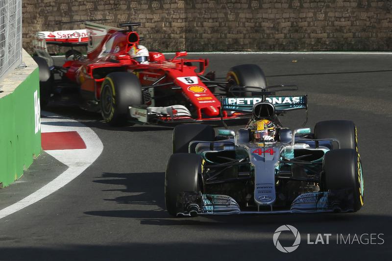 Lewis Hamilton y Sebastian Vettel en Azerbaiyán 2017