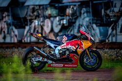 La moto de Stefan Bradl, Honda World Superbike Team, à la mine F60