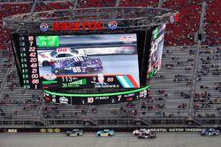 Dale Earnhardt Jr., JR Motorsports Chevrolet y Cole Custer, Stewart-Haas Racing Ford