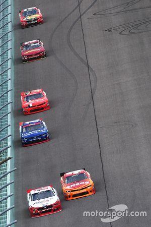 Ryan Blaney, Team Penske Ford, Kyle Larson, Chip Ganassi Racing Chevrolet