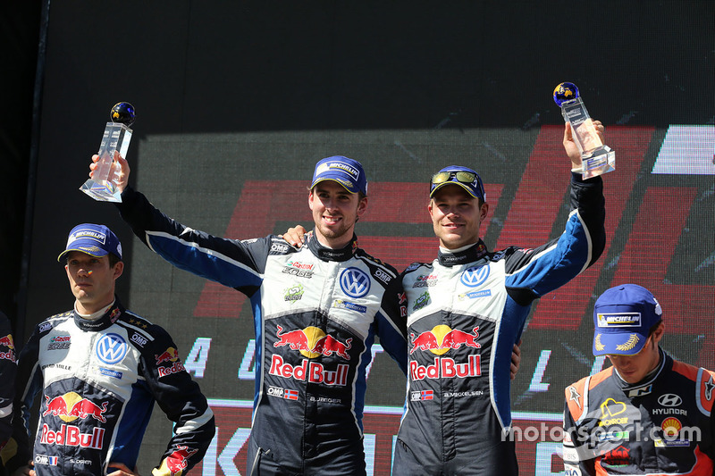 Podio: i vincitori Andreas Mikkelsen, Anders Jäger, Volkswagen Motorsport
