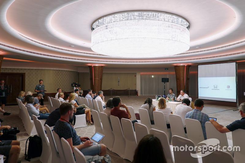 Fernando Alonso and Zak Brown, Executive Director, McLaren Technology Group, announce Fernando's dea