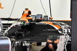 McLaren MCL32, telaio in allestimento