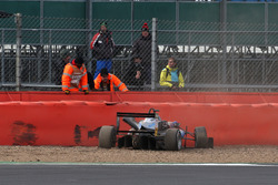 Crash, Ralf Aron, Hitech Grand Prix, Dallara F317 - Mercedes-Benz