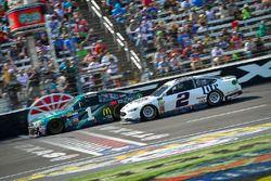 Jamie McMurray, Chip Ganassi Racing Chevrolet, Brad Keselowski, Team Penske Ford