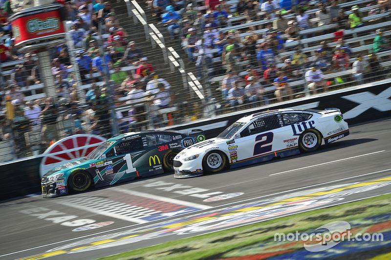 Jamie McMurray, Chip Ganassi Racing, Chevrolet; Brad Keselowski, Team Penske, Ford