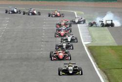 Lando Norris, Carlin, Dallara F317 - Volkswagen leads