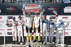 GTLM Podio: segundo lugar Kevin Estre, Laurens Vanthoor, Porsche Team, primer lugar Oliver Gavin, To