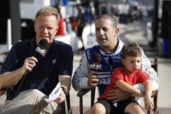 Dave Furst, Tony Kanaan, Chip Ganassi Racing Honda, és a fia, Deco