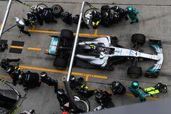 Valtteri Bottas, Mercedes-Benz F1 W08 pit stop