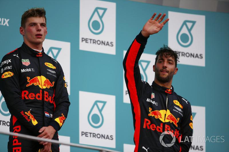 Podium: Pemenang balapan, Max Verstappen, Red Bull Racing, peringkat ketiga Daniel Ricciardo, Red Bull Racing