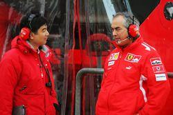 Hirohide Hamashima, Head of Bridgestone Tyre Development con Luigi Mazzola, Ferrari Test Team Manage