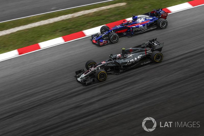 Kevin Magnussen, Haas F1 Team VF-17 e Pierre Gasly, Scuderia Toro Rosso STR12