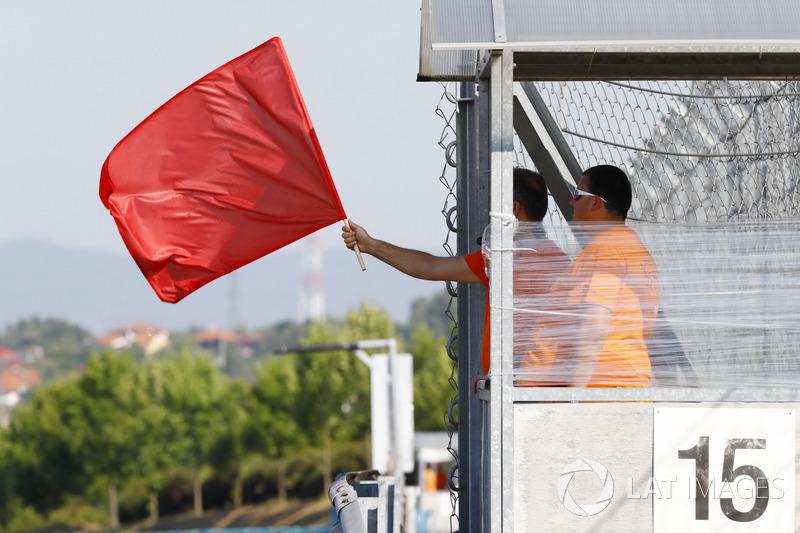 علم أحمر