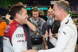 Tom Kristensen met David Coulthard en de media