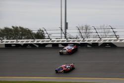 №66 Chip Ganassi Racing Ford GT: Дирк Мюллер, Джой Хенд, Себастьен Бурдэ; №57 Stevenson Motorsports